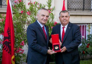 Hafuzi Avnija Úr, Képviselőtársunk kitüntetése