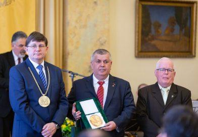 Hafuzi Avnija Képviselőtársunk elismerése